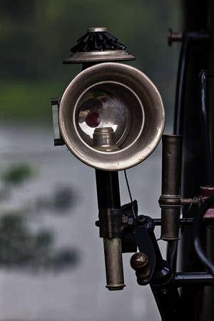 lejos: Lejos en el coche viejo