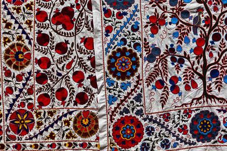 foulards: Scialli colorati e sciarpe sul mercato