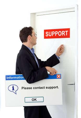 tocar la puerta: Empresario en contacto con servicio de la celebraci�n de junta con mensaje de apoyo informativo.  Foto de archivo
