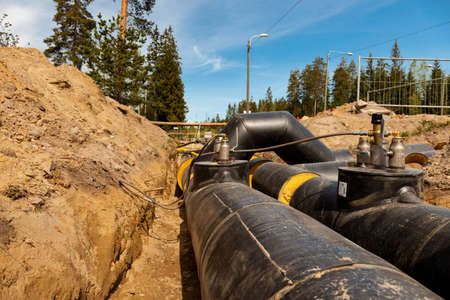 New district heating pipes laid on the ground Редакционное