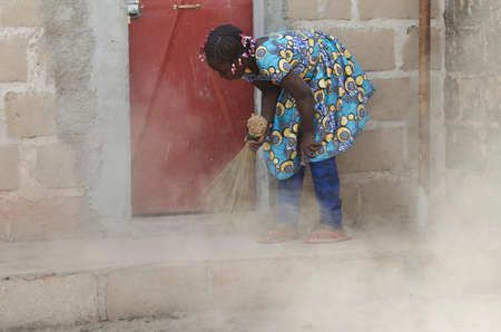 Child Labour - Little African Girl Cleaning - Human Rights Issue Zdjęcie Seryjne - 95246848