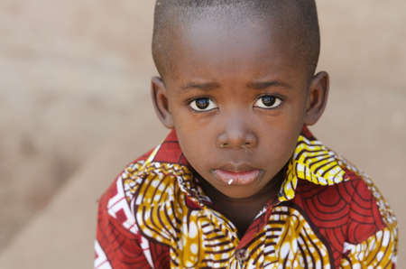 Hunger Africa Symbol - Little African Boy with Rice on Mouth Zdjęcie Seryjne