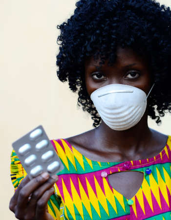 Beautiful African Doctor Woman Holding Pills and Wearing Mask Against Virus Reklamní fotografie