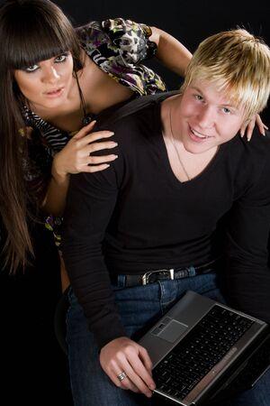 casal heterossexual: Beautiful young heterosexual couple with a laptop computer