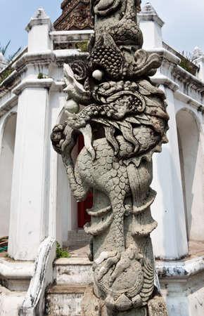 replica: Dragon statue