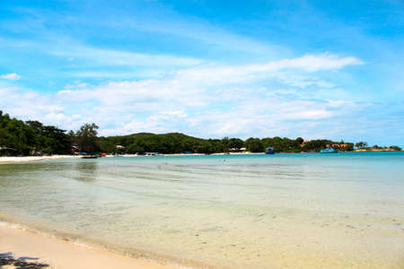 Beach and tropical sea Stock Photo - 14872117