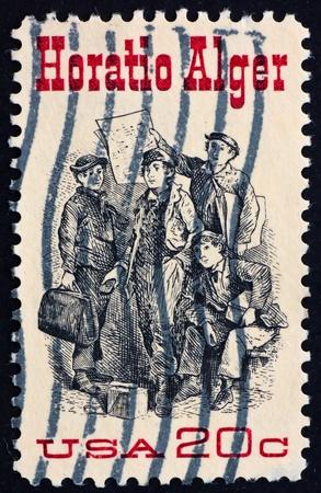 alger: STATI UNITI D'AMERICA - CIRCA 1982: un francobollo stampato negli Stati Uniti d'America mostra Frontespizio da Ragged Dick da Horatio Alger, circa 1982 Archivio Fotografico