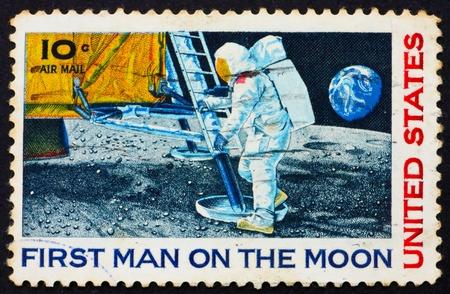 UNITED STATES OF AMERICA - CIRCA 1969: a stamp printed in the United States of America shows Man's 1st landing on the moon, Apollo 11, circa 1969 스톡 콘텐츠