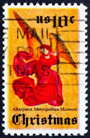 retablo: ESTADOS UNIDOS DE AMERICA - CIRCA 1974: un sello impreso en Estados Unidos muestra �ngel de retablo Perussis, circa 1974