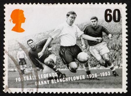 great britain: GRANDE-BRETAGNE CIRCA 1996: un timbre imprim� dans la Grande-Bretagne montre Danny Blanchflower, l�gendaire joueur de football, vers 1996 Banque d'images
