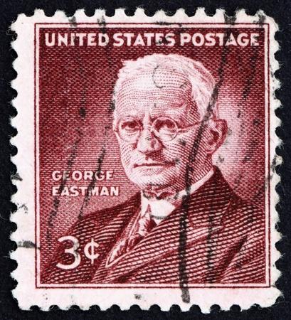 uitvinder: VERENIGDE STATEN VAN AMERIKA - CIRCA 1954: Een stempel gedrukt in de Verenigde Staten van Amerika toont George Eastman, fotografie pionier, uitvinder en filantroop, circa 1954 Redactioneel