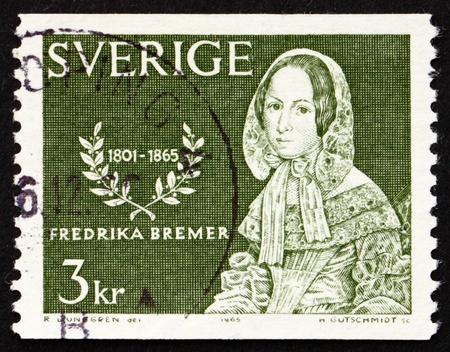 feministische: ZWEDEN - CIRCA 1965: Een stempel gedrukt in de Zweden toont Frederika Bremer, romanschrijver en feministische, circa 1965 Redactioneel