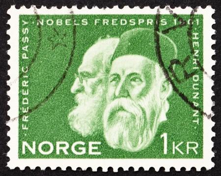 frederic: NORUEGA - CIRCA 1961: un sello impreso en la Noruega muestra Frederic Passy y Henry Dunant, los ganadores del Primer Premio Nobel de la Paz, alrededor del a�o 1961 Editorial