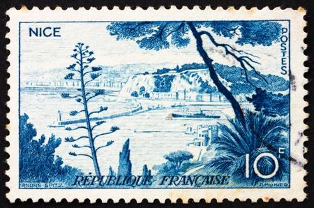 FRANCIA - CIRCA 1955: un sello impreso en la Francia muestra Niza, Francia, alrededor del año 1955 Foto de archivo