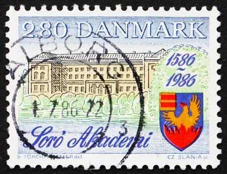 DENMARK - CIRCA 1986: a stamp printed in the Denmark shows Soro Academy, 400th Anniversary, circa 1986 Stock Photo - 12840017