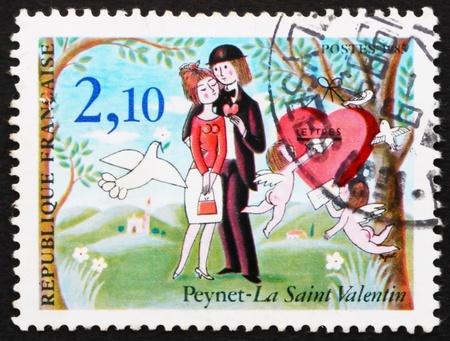 st valentine: FRANCIA - CIRCA 1985: un sello impreso en Francia muestra el St. Valentine, por Raymond Peynet, alrededor de 1985