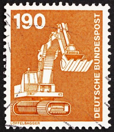 power shovel: 독일 - 1982 년경 : 독일에서 인쇄하는 스탬프 1982 년경, 전원 삽을 보여줍니다