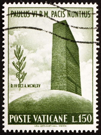 un used: VATICAN - CIRCA 1965: a stamp printed in the Vatican shows UN Headquarters and Olive Branch, circa 1965 Editorial