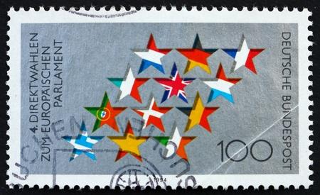 parlamentario: Alemania - CIRCA 1994: un sello impreso en la Alemania muestra Estrellas y banderas de la UE, cuarto Elecciones al Parlamento Europeo, alrededor de 1994