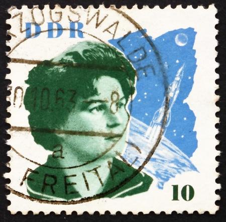 tereshkova: GDR - CIRCA 1963: un francobollo stampato in GDR mostra Valentina Tereshkova e Space Craft, la prima donna nello spazio, circa 1963
