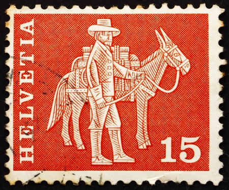 pack animal: SVIZZERA - CIRCA 1960: un francobollo stampato in Svizzera mostra Animal Messenger e Pack, circa 1960