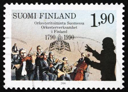 FINLANDIA - CIRCA 1990: un sello impreso en la Finlandia muestra orquestas finlandesas y la Sociedad Musical de Turku, 200 Aniversario, alrededor de 1990
