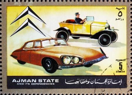 dann: AJMAN - CIRCA 1972: Stempel im Ajman gedruckt zeigt Citroen, Autos damals und heute, circa 1972
