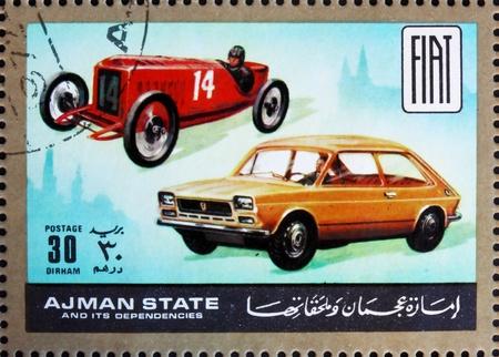 dann: AJMAN - CIRCA 1972: Stempel im Ajman gedruckt zeigt Fiat, Autos damals und heute, circa 1972 Editorial