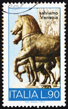 ITALIA - CIRCA 1973: un francobollo stampato in Italia mostra Cavalli Bronzo, San Marco, Venezia, circa 1973 Archivio Fotografico - 14564874