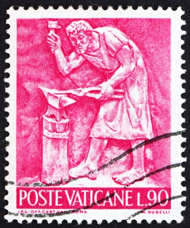 vi: VATICAN - CIRCA 1966: a stamp printed in the Vatican shows Pope Paul VI, Blacksmith, Bas-relief by Mario Rudelli from the Chair in the Popes Private Chapel, circa 1966