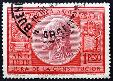 ratificaci�n: ARGENTINA - CIRCA 1949: un sello impreso en la Argentina muestra Alegor�a de la Libertad, la ratificaci�n de la Constituci�n de 1949, alrededor del a�o 1949