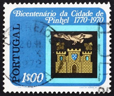 PORTUGAL - CIRCA 1972: un sello impreso en Portugal muestra Armas de Pinhel, Bicentenario de Pinhel como ciudad, alrededor de 1972