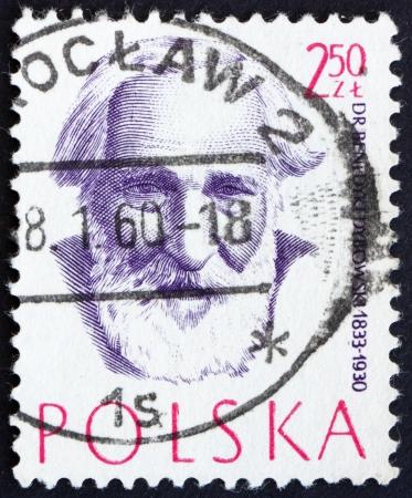 POLONIA - CIRCA 1957: un sello impreso en Polonia muestra el Dr. Benedykt Dybowski, médico, doctor, alrededor de 1957