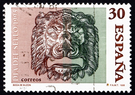 SPAIN - CIRCA 1995: a stamp printed in the Spain shows Bronze Lion�s Head, Decoration, circa 1995