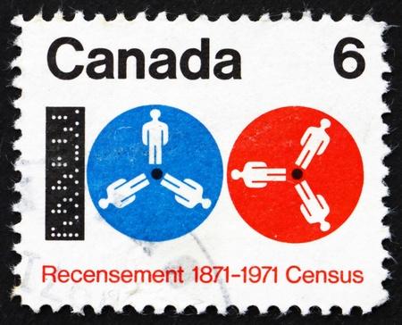 censo: CANADA - CIRCA 1971: un sello impreso en Canad� muestra la cinta de computadora y carretes, Centenario del progreso medido a trav�s del Censo, alrededor del a�o 1971