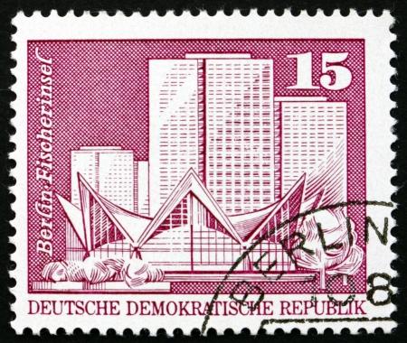 GDR - CIRCA 1973: un sello impreso en la RDA muestra Fishermans Island, Berlín, alrededor del año 1973