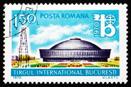 ROMANIA - CIRCA 1970: a stamp printed in the Romania shows Exhibition Hall and Oil Derrick, International Bucharest Fair, circa 1970 Stock Photo - 17063366