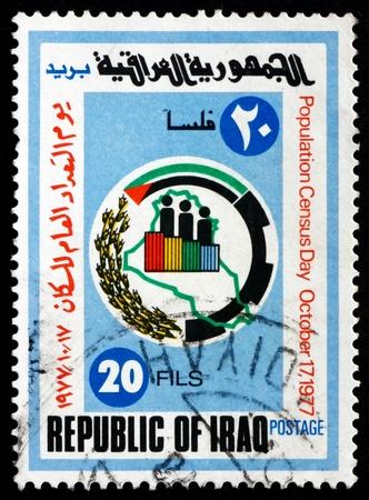 censo: IRAQ - CIRCA 1977: un sello impreso en la muestra del Censo de Irak emblema, el D�a del Censo de Poblaci�n, alrededor del a�o 1977 Editorial