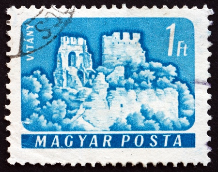 HUNGARY - CIRCA 1961: a stamp printed in the Hungary shows Castle of Vitany, Vertessomlo, Hungary, circa 1961 Stock Photo - 17950700