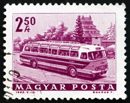 motorbus: HUNGR�A - CIRCA 1963: un sello impreso en Hungr�a muestra el Bus Tur�stico, alrededor del a�o 1963