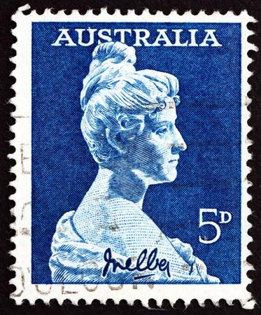 melba: AUSTRALIA - CIRCA 1961: un sello impreso en Australia muestra Dame Nellie Melba, por Sir Bertram MacKennal, cantante, soprano, alrededor del año 1961