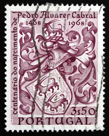 discoverer: PORTUGAL - CIRCA 1969: un sello impreso en Portugal muestra el escudo de armas de Cabral, Pedro Alvares Cabral, Navigator, descubridor de Brasil, alrededor del a�o 1969