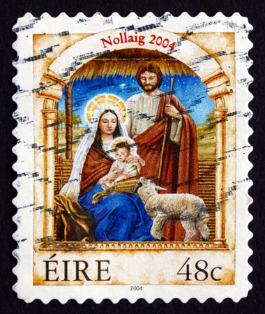 irish christmas: IRELAND - CIRCA 2004: a stamp printed in the Ireland shows Holy Family, Christmas, circa 2004 Editorial