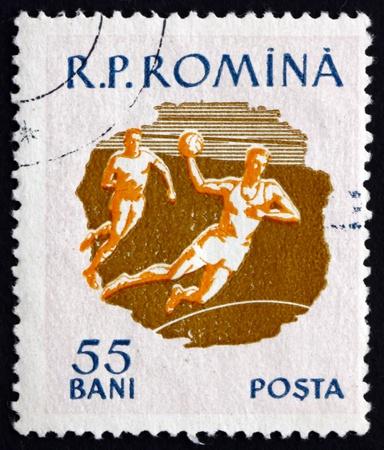 terrain de handball: ROUMANIE - CIRCA 1959: un timbre imprim� en Roumanie montre terrain de balle, Sport, circa 1959