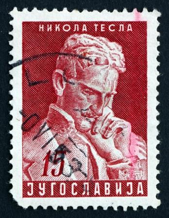 uitvinder: Joegoslavië - CIRCA 1953: een stempel gedrukt in het Joegoslavië toont Nikola Tesla, Inventor, 10e verjaardag van het overlijden, circa 1953 Redactioneel