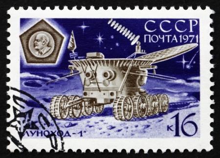 17: Rusia - alrededor de 1971: un sello impreso en la Rusia muestra Lunokhod 1 en la Operaci�n, Luna 17 Unmanned, Mission Luna automatizado, alrededor del a�o 1971