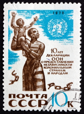 un used: RUSSIA - CIRCA 1970: a stamp printed in the Russia shows UN Emblem, African Mother and Child, Broken Chain, UN Declaration of Colonial Independence, 10th Anniversary, circa 1970 Editorial