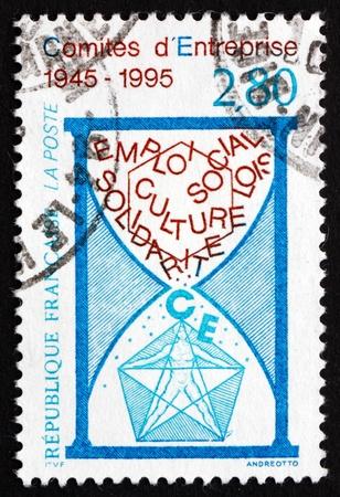councils: FRANCIA - CIRCA 1995: un francobollo stampato in Francia mostra Consigli di lavoro, 50 � Anniversario, circa 1995