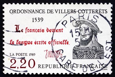 ordenanza: FRANCIA - CIRCA 1989: un sello impreso en la Francia muestra la Ordenanza de Villers-Cotterets, Legislaci�n de Reforma, 450 aniversario, alrededor del a�o 1989