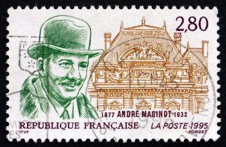 creador: FRANCIA - CIRCA 1995: un sello impreso en la Francia muestra Andre Maginot, creador de la L�nea Maginot, la cadena de fortalezas y Fortificaci�n, alrededor de 1995
